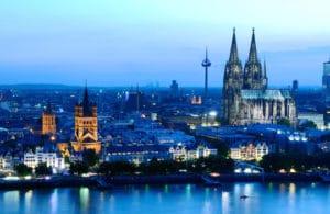 vue sur la cathedrale de Cologne et le Rhin